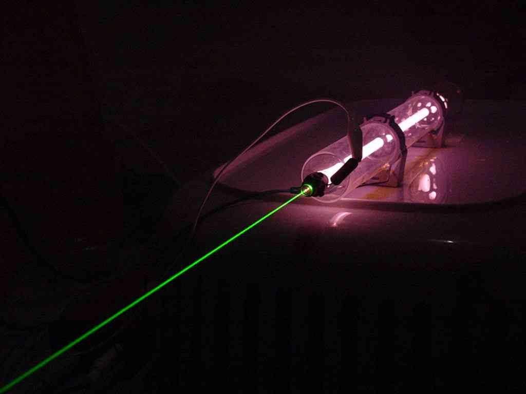 Laser Helium-Neon là một trong số ứng dụng laser của khí Helium