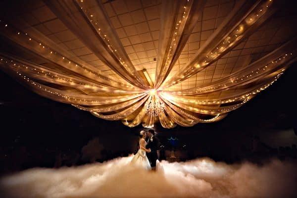 Đá tạo khói trong đám cưới là gì?
