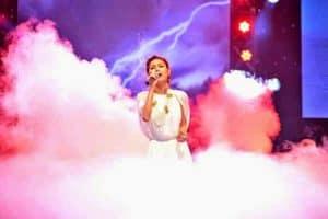 nước đá khói tạo khói trên sân khấu