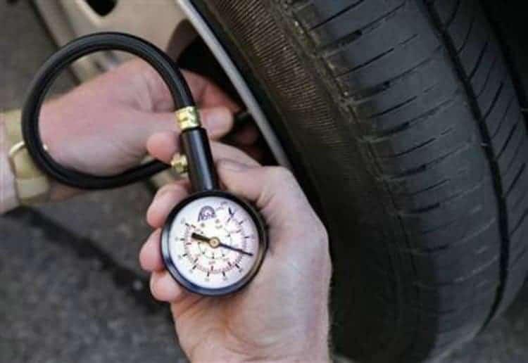 Bơm nito cho lốp xe