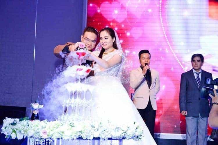 Đá khói được sử dụng phổ biến trong tháp ly tiệc cưới…