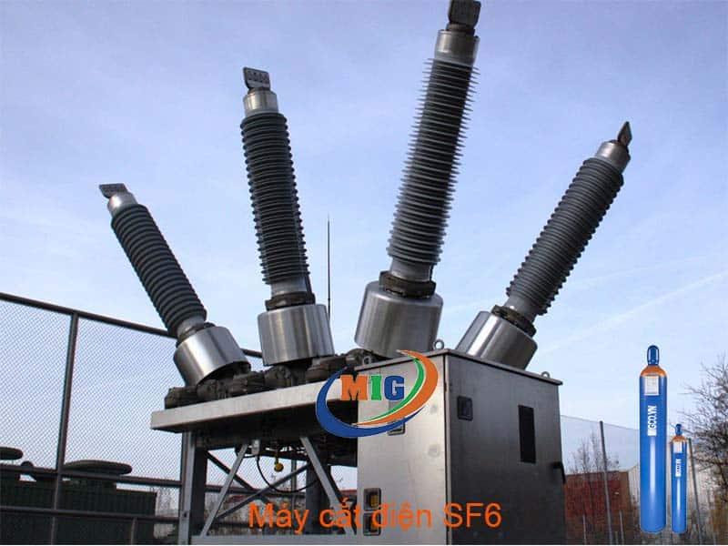 Máy cắt điện SF6